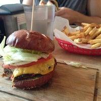 Снимок сделан в Butcher & The Burger пользователем Elizabeth N. 9/9/2013
