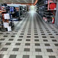 Foto tirada no(a) Centro Commerciale La Favorita por Simon L. em 11/3/2012