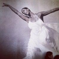 11/30/2013 tarihinde 🦉 Abbie S.ziyaretçi tarafından The Ailey Studios (Alvin Ailey American Dance Theater)'de çekilen fotoğraf