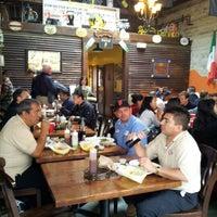 Das Foto wurde bei The Iron Cactus von Dave S. am 9/28/2012 aufgenommen