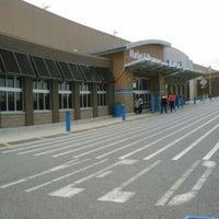 Das Foto wurde bei Walmart Supercenter von Joy P. am 10/14/2013 aufgenommen