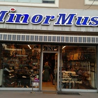 11/2/2013 tarihinde Can Y.ziyaretçi tarafından Minör Music'de çekilen fotoğraf