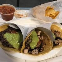 รูปภาพถ่ายที่ Los Tacos No. 1 โดย Leicht S. เมื่อ 10/20/2018