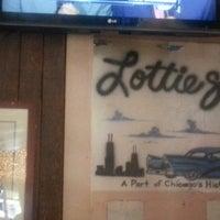 Das Foto wurde bei Lottie's Pub von Victor D. am 9/29/2013 aufgenommen