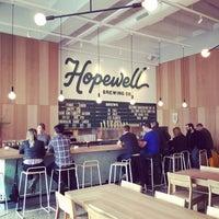 รูปภาพถ่ายที่ Hopewell Brewing Company โดย Ryan เมื่อ 5/2/2016