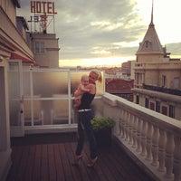 Das Foto wurde bei Hotel Wellington von Anastasia P. am 5/8/2013 aufgenommen