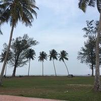 รูปภาพถ่ายที่ Pantai Mersing โดย Khamisah G. เมื่อ 4/1/2018