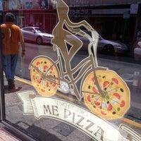 Foto diambil di Si No Corro Me Pizza oleh Mario S. pada 9/19/2013
