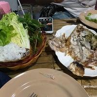 12/26/2016 tarihinde oporopors L.ziyaretçi tarafından Sip Pee Nong Restaurant'de çekilen fotoğraf