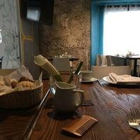 Foto diambil di Cinco Cocina Urbana oleh Job M. pada 11/9/2016