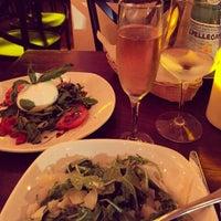 Photo prise au Serena's Wine Bar-Cafe par Lauren J. le8/3/2015