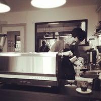 Foto tirada no(a) Nylon Coffee Roasters por Jackie T. em 5/18/2013