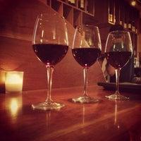 Foto tirada no(a) Stonehome Wine Bar & Restaurant por EatMeDrinkMeNYC em 6/9/2013