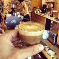 รูปภาพถ่ายที่ Stumptown Coffee Roasters โดย EatMeDrinkMeNYC เมื่อ 9/8/2013