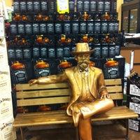 11/4/2012 tarihinde Jessica D.ziyaretçi tarafından Binny's Beverage Depot'de çekilen fotoğraf