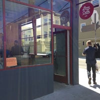 9/19/2013 tarihinde Mai L.ziyaretçi tarafından Linea Caffe'de çekilen fotoğraf