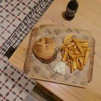 11/21/2014에 Doorstepping님이 Şef's Burger에서 찍은 사진
