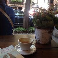Das Foto wurde bei Birch Coffee von kate k am 8/10/2014 aufgenommen