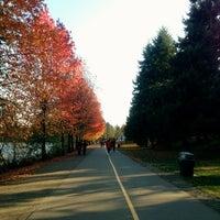 Foto scattata a Green Lake Loop da Kate K. il 11/10/2012