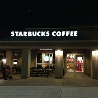 Das Foto wurde bei Starbucks von Kate K. am 11/30/2012 aufgenommen
