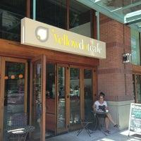 รูปภาพถ่ายที่ Yellow Dot Cafe โดย Kate K. เมื่อ 7/8/2013