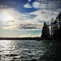Das Foto wurde bei Green Lake Park von Kate K. am 3/21/2013 aufgenommen