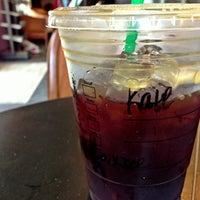 Das Foto wurde bei Starbucks von Kate K. am 5/11/2013 aufgenommen