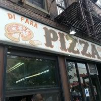 Das Foto wurde bei Di Fara Pizza von Charles F. am 9/26/2012 aufgenommen