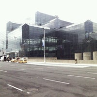 Foto diambil di Jacob K. Javits Convention Center oleh Steven B. pada 4/13/2013