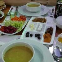 Das Foto wurde bei Konya Mevlana Restaurant von Hatice K. am 6/30/2014 aufgenommen
