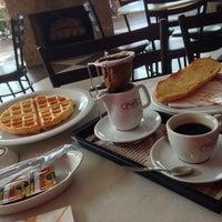 10/15/2013에 Alex R.님이 Fran's Café에서 찍은 사진