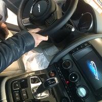 Снимок сделан в Land Rover/Jaguar пользователем Дмитрий П. 11/8/2014