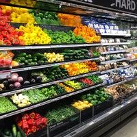 Photo prise au Whole Foods Market par Volodymyr B. le8/17/2018