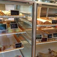 รูปภาพถ่ายที่ Scafuri Bakery โดย Dona N. เมื่อ 7/5/2013