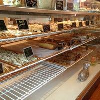 รูปภาพถ่ายที่ Scafuri Bakery โดย Dona N. เมื่อ 6/6/2013