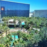รูปภาพถ่ายที่ Hard Rock Hotel Las Vegas โดย Rei B. เมื่อ 4/27/2013