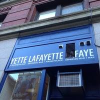Foto tirada no(a) Lafayette Espresso Bar + Marketplace por Richard em 10/18/2013