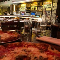 Foto diambil di Sorbillo Pizzeria oleh Hasan A. pada 2/5/2018