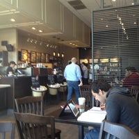 Foto tirada no(a) Starbucks por Gabe C. em 3/24/2013