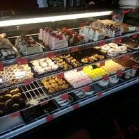 Foto scattata a Argentina Bakery da Randall A. il 7/2/2014