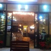 Das Foto wurde bei Blabladía Bistro Café von Oasisantonio am 12/18/2012 aufgenommen