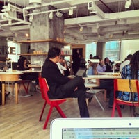 Das Foto wurde bei MAKE Business Hub von Mohamed H. am 5/2/2013 aufgenommen