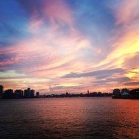 รูปภาพถ่ายที่ Hudson River Park โดย Laura S. เมื่อ 6/18/2013
