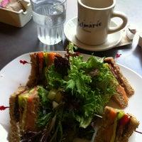 Foto tomada en Cafe Selmarie por John Y. el 10/3/2013