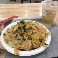 Foto scattata a Xi'an Famous Foods da Alma W. il 8/26/2018
