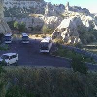 Foto diambil di Sos Cave Hotel oleh Melih Ç. pada 10/10/2013