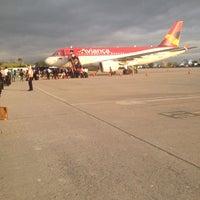 Foto tomada en Aeropuerto Internacional Palonegro (BGA) por Saul L. el 12/4/2013