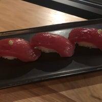 Foto tirada no(a) Bamboo Sushi por Joanna S. em 7/15/2018