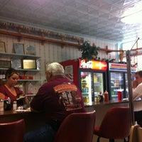 Foto scattata a Betty's Restaurant da Arthur Messina C. il 8/26/2012