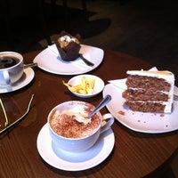 Foto tomada en Madam Chi Coffee Lounge por Aranka B. el 5/18/2013